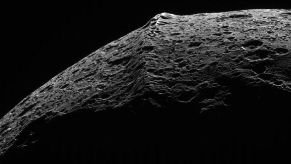 Iapetus Equatorial Ridge Closeup
