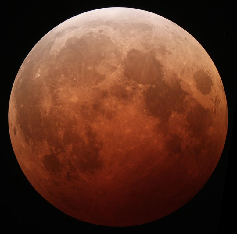 Lunar Eclipse October 8, 2014. Photo by Tom Ruen. License: CC BY-SA 4.0.