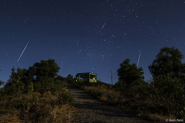 Geminids Meteor Shower 2013 photo by Asim Patel. License: CC BY-SA 3.0.